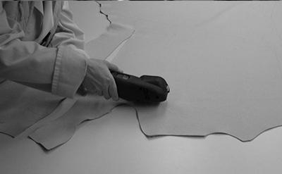 fabrication-fauteuil-cuir-decoupe-NB.jpg